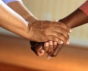 mains-confiance-assurance